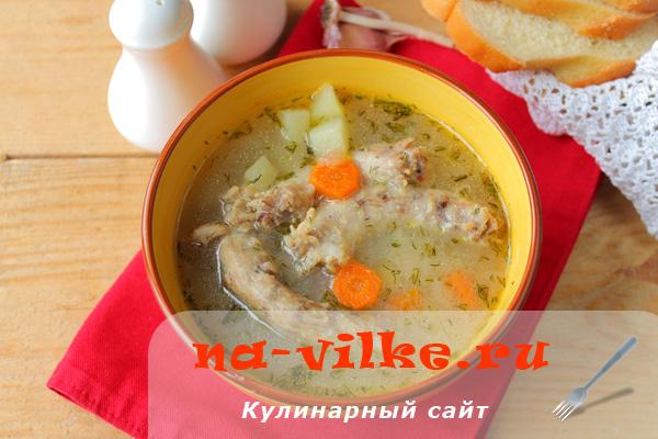 Манный суп из куриных шеек в мультиварке