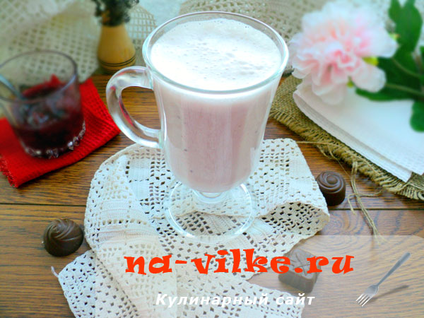 Молочно-малиновый коктейль