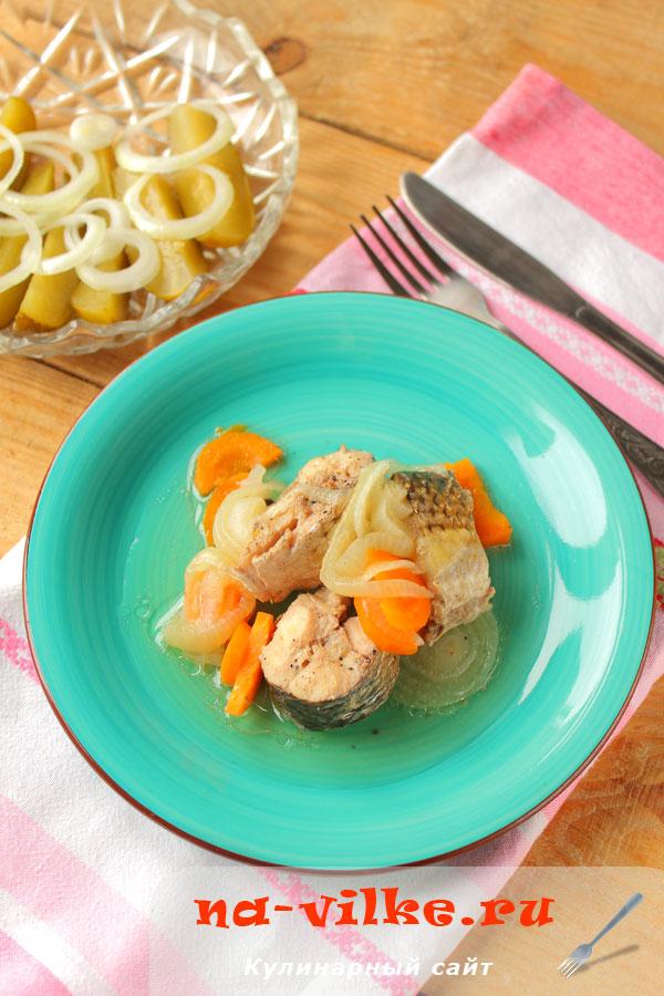 Пеленгас тушеный с морковью и луком