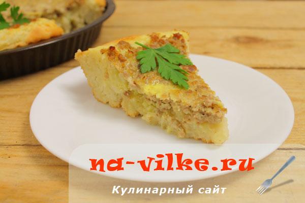 Дрожжевой пирог с фаршем и картофелем