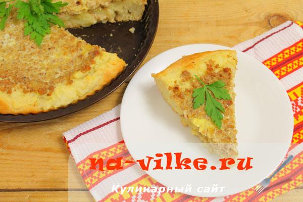 Открытый пирог из дрожжевого теста с картофельным пюре и фаршем