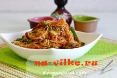 Рисовая лапша с говядиной и стручковой фасолью