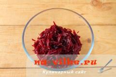 salat-iz-svekly-s-syrom-2