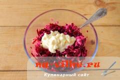 salat-iz-svekly-s-syrom-5
