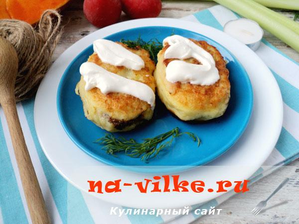 Картофельные пирожки с начинкой из грибов, тыквы и куриной печенки