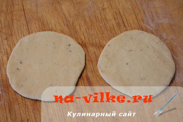 bulotchki-s-gorochovoj-mukoj-02