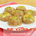 Запечённые в духовке котлеты –гнёзда с сыром и яйцом.