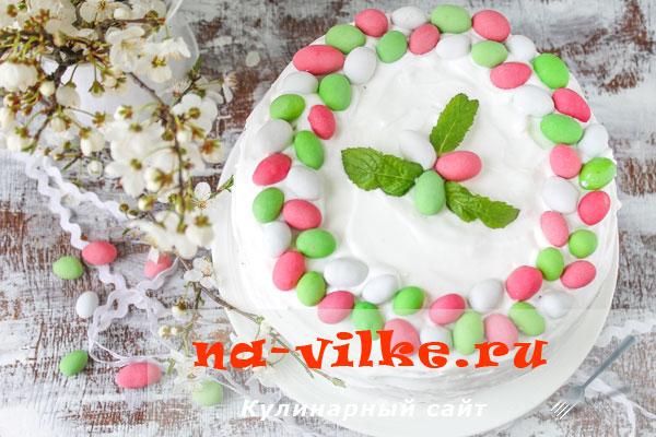 Бисквитный торт с белковым кремом