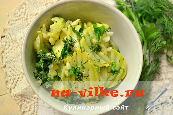 Быстрые маринованные кабачки с лимонным соком и чесноком