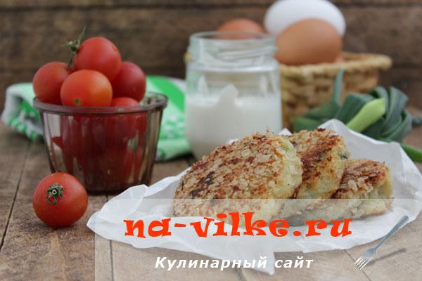 Сытные и вкусные закусочные сырники с луком и сыром