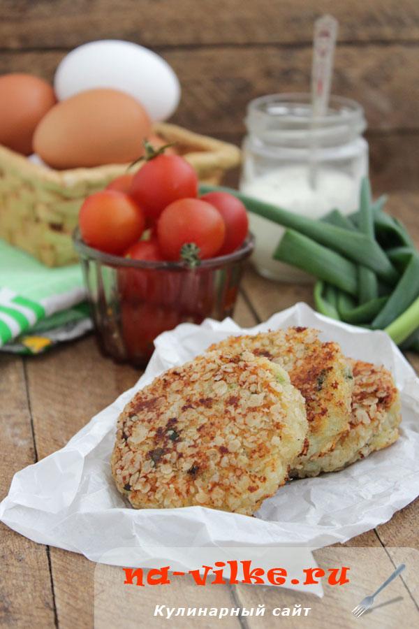 Сырники с колбасным сыром и зеленым луком