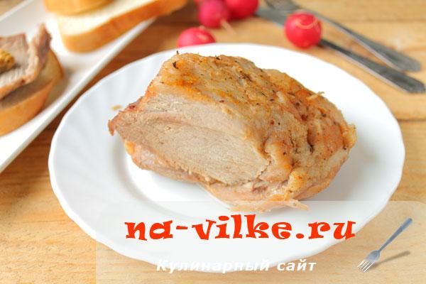 Запеченная в фольге свиная лопатка