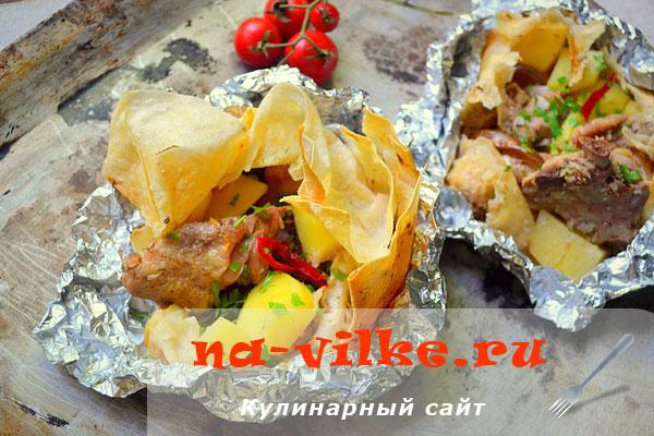 Запечённая курица с картофелем в лаваше