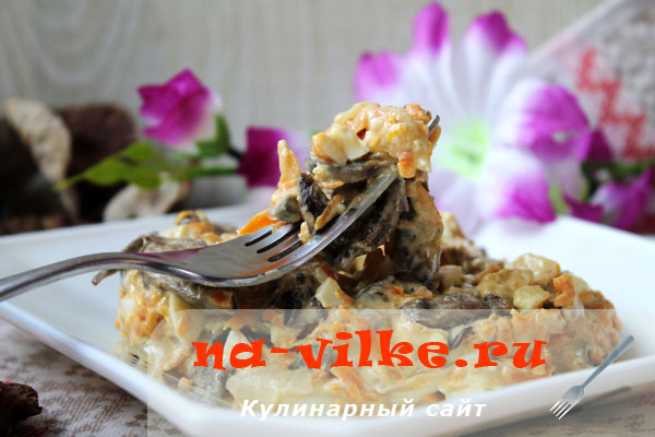 Салат с сушеными лесными грибами