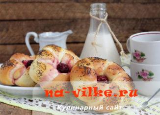 Выпекаем дрожжевые булочки с ароматом топленого молока