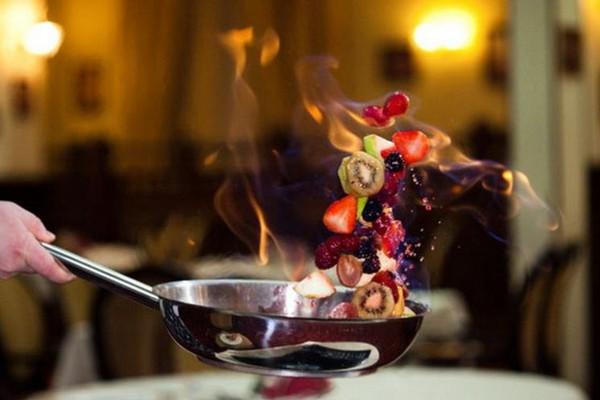 Фламбирование фруктов и мяса – цели и особенности процесса