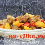 Миниатюра к статье Маринованные свиные ребрышки с овощами в рукаве, запеченные в духовке