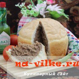 Домашний черно-белый хлеб в духовке