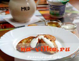 Приготовление домашних сырников с изюмом