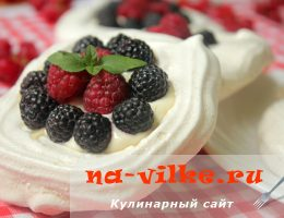 Десерт Павлова с ягодами