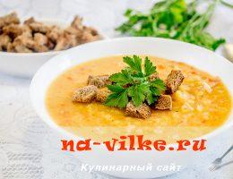 Приготовление вкусного горохового супа с копченостями и сухарями