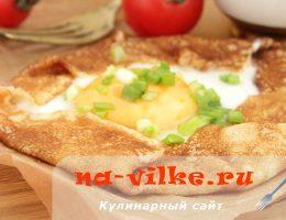Блины с начинкой из яйца и зеленого лука – быстрый и сытный завтрак