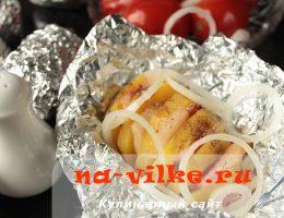 Закуска из запеченного картофеля с салом в фольге