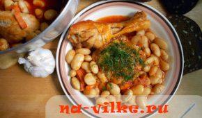 Миниатюра к статье Фасоль, тушенная с курицей в томатном соусе