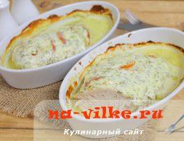 Куриное филе, запеченное в духовке со сметаной и помидорами
