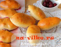 Вкусные пирожки из дрожжевого сдобного теста с вишней