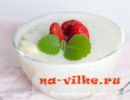 Рисовая молочная каша с клубникой