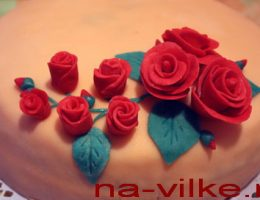Розы на торте