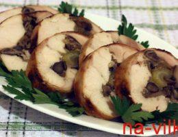 Куриный рулет с грибами и сельдереем