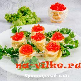 Аппетитные яичные рулетики с начинкой из красной икры