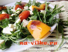 Салат из овощей-гриль с сыром и рукколой – рецепт