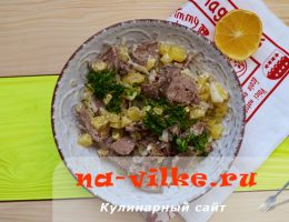 Картофельный салат по-немецки с языком и луком