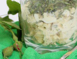Салат с кальмарами и яйцом