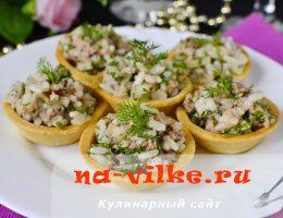 Классический салат быстрого приготовления из печени трески