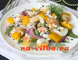 Пикантный салат с перцем, рукколой и раками – быстро и вкусно