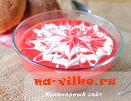 Свекольный крем-суп с морковью, картофелем и чесноком