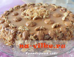 Бесподобный торт с орехами и сгущенкой