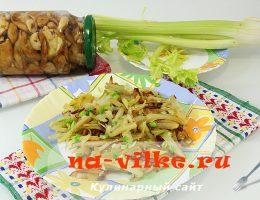Румяная картошка с луком на сковороде
