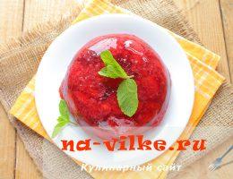 Ароматное клубничное желе с ягодами