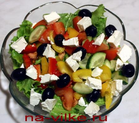 Салат с брынзой и маслинами