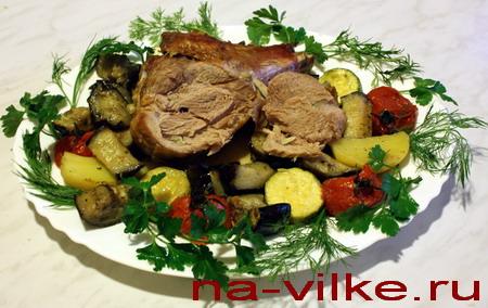 Голени индейки с овощами