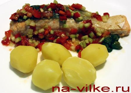 Сёмга с овощным соусом