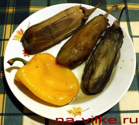Печёные баклажаны и болгарский перец