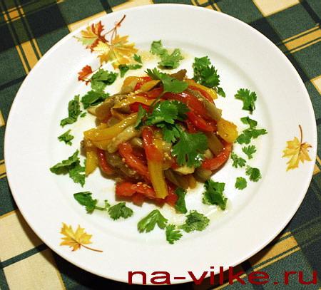 Горячий салат из овощей