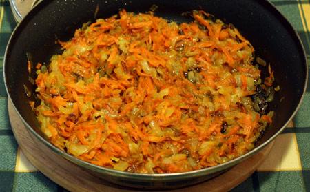 Лук и морковь обжаренные
