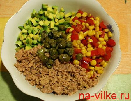 Составляющие салата с тунцом